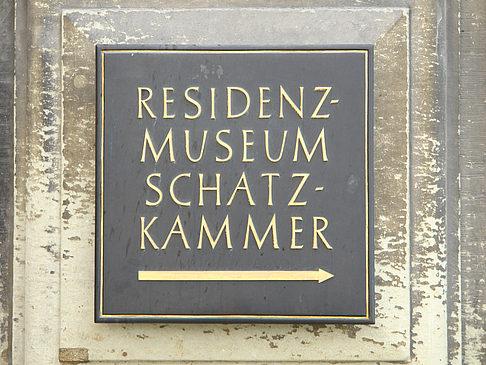 http://www.muenchen.citysam.de/fotos-muenchen-0/bayern/residenz/residenz-museum-schatzkammer/residenz-museum-schatzkammer-1.jpg